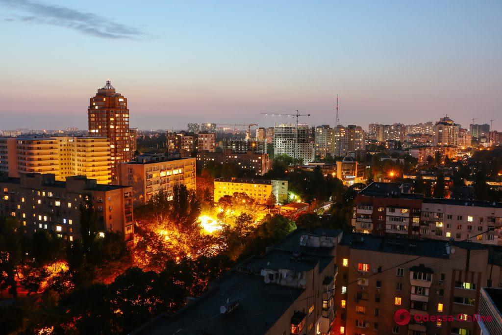 Очарование вечерней Одессы с крыши многоэтажки (фоторепортаж)