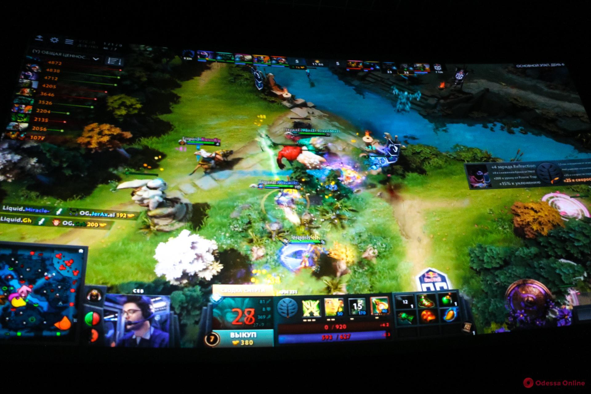 В Одессе на большом экране транслировали финал мирового компьютерного турнира «Dota2» (фото)