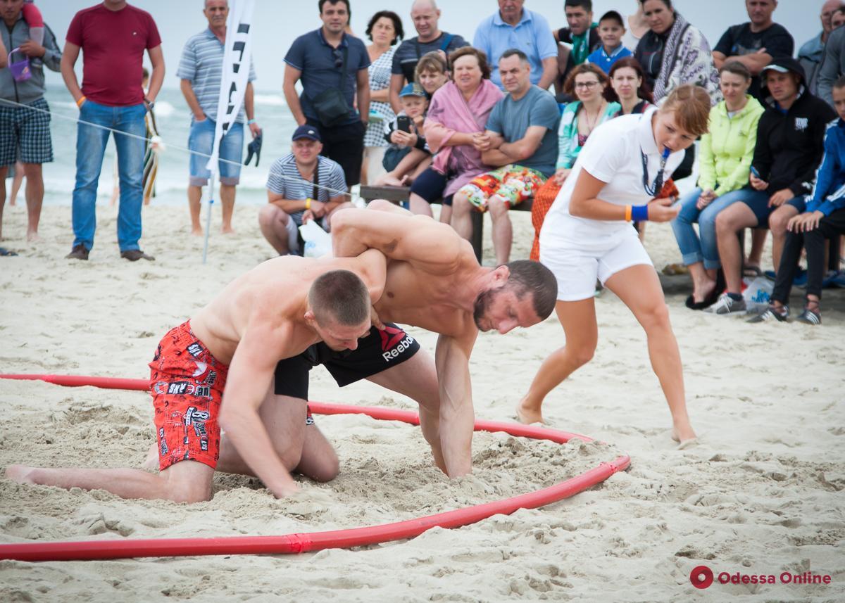 Стихию не перебороть: старт турнира по пляжной борьбе сорвала непогода