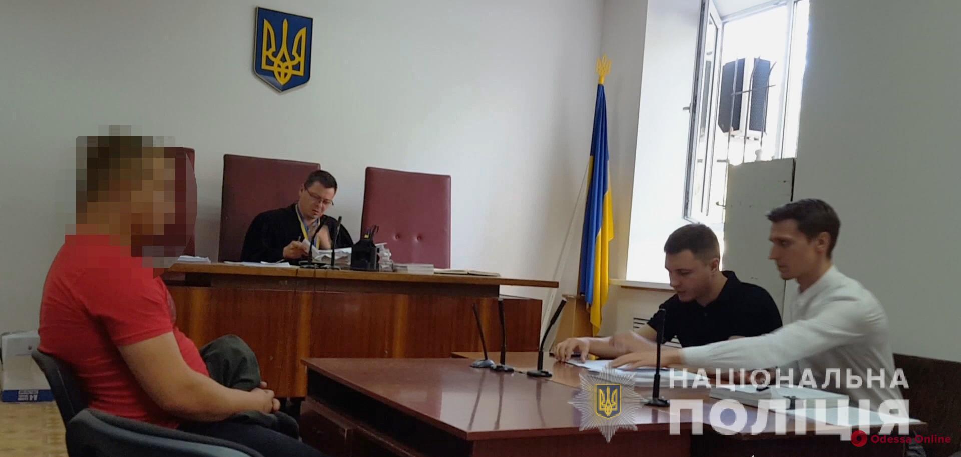 Угрожал пистолетом и забрал 50 тысяч: в Одессе задержали разбойника