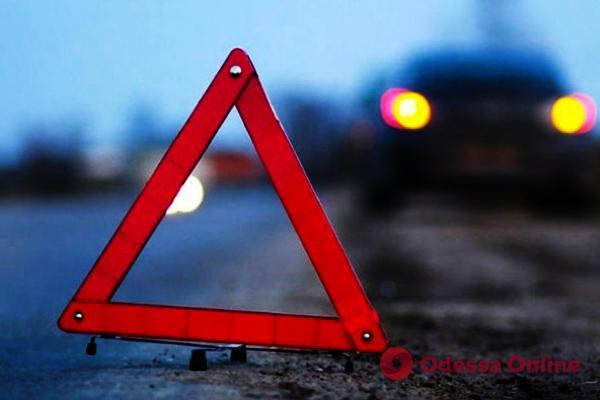 В Одесской области мопед врезался в шлагбаум — водитель погиб