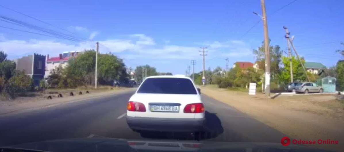 В Затоке на пешеходном переходе микроавтобус сбил мужчину