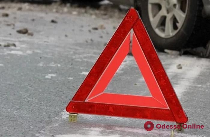 На трассе Одесса—Рени автоледи протаранила ограждение моста