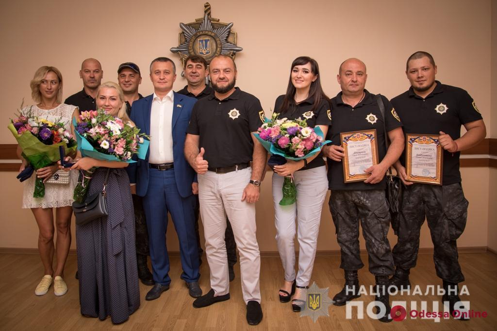 Одесские правоохранители наградили волонтеров за помощь в поиске пропавших детей
