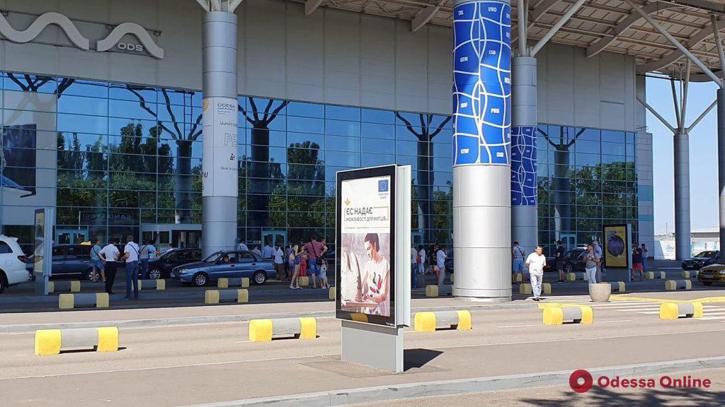 В Одессе «заминировали» Киевскую райадминистрацию, здание телеканала и железнодорожный вокзал (фото)
