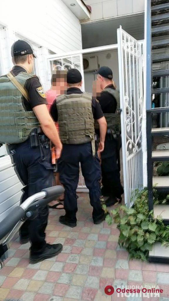 Семья торговцев из Затоки подралась с полицейскими