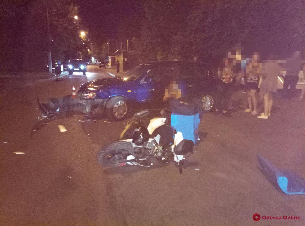 На Армейской легковушка столкнулась с мотоциклом