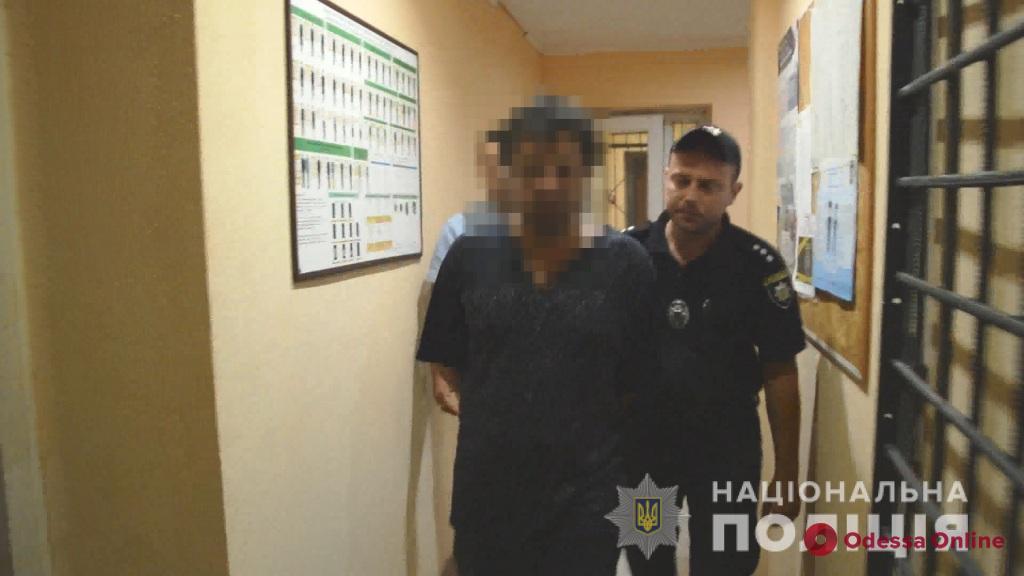 Метнул нож в спину племяннику: суд отправил жителя Одесской области в СИЗО