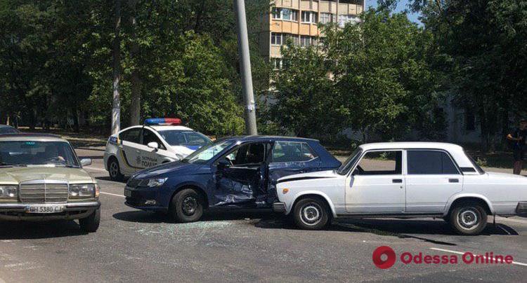 На поселке Котовского столкнулись две легковушки