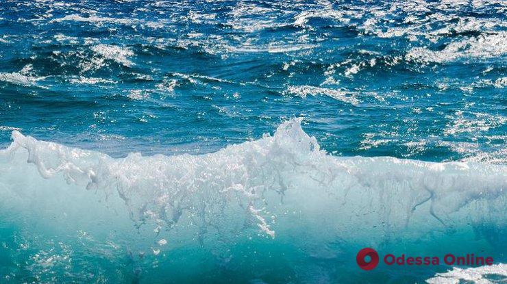 Одесситам все еще не рекомендуют купаться на пляже в Лузановке