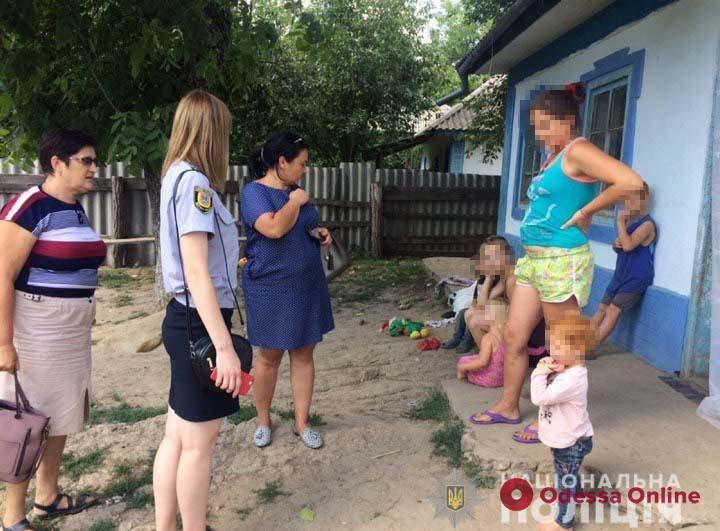 В Одесской области две горе-матери бросили детей одних дома и пошли развлекаться