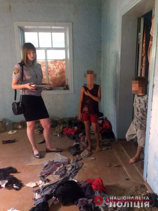 Без мебели, одежды и еды: в Одесской области к ответственности привлекли мать шестерых детей