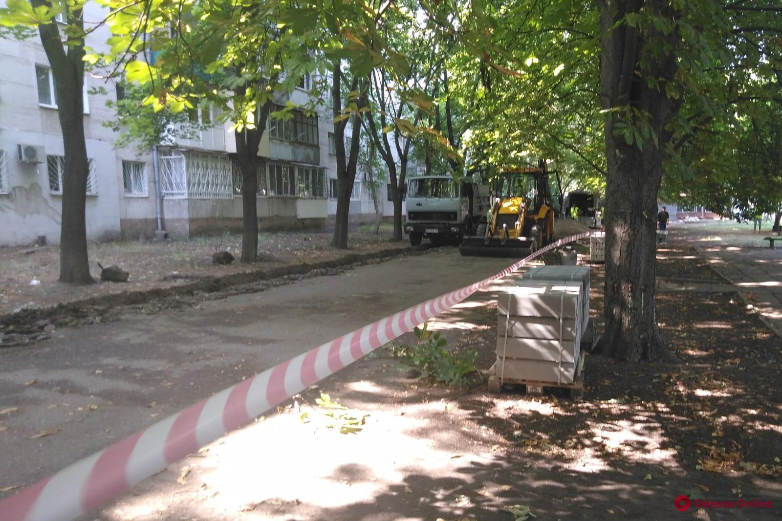 На Ицхака Рабина приступили к ремонту тротуара