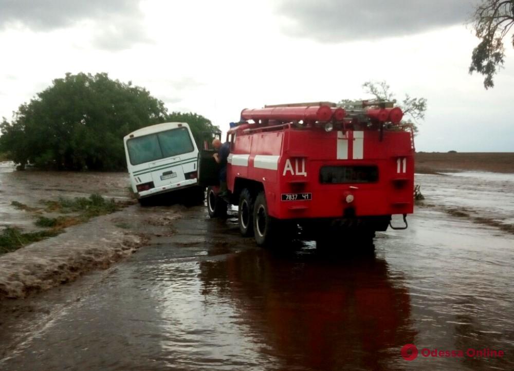 В Арцизском районе спасатели доставали застрявшие машины и выкачивали воду из подтопленных домов