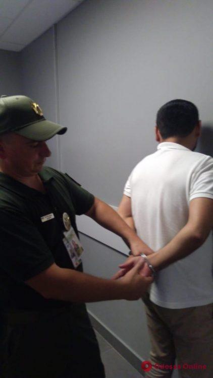 В Одесском аэропорту поймали сбежавшего из тюрьмы иностранца