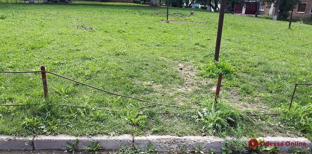 На Слободке 7-летний мальчик упал на острый металлический прут
