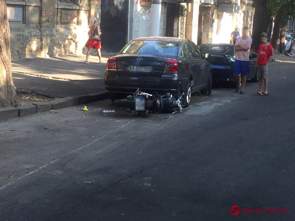 На Лейтенанта Шмидта мотоциклист сбил женщину