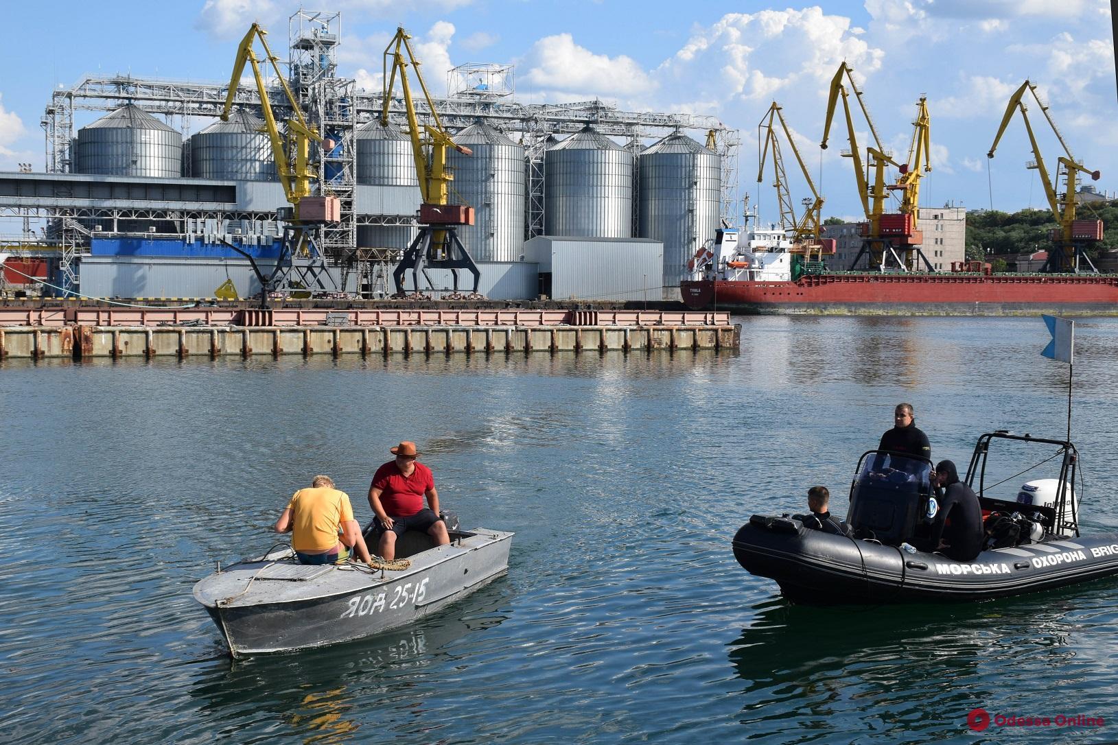 В Одесском порту браконьеры под видом водолазов наловили полтонны мидий