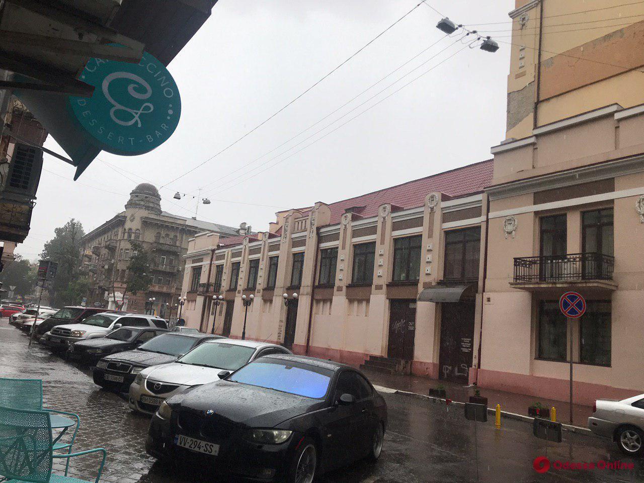Одессу накрыл мощный ливень (фото, видео)