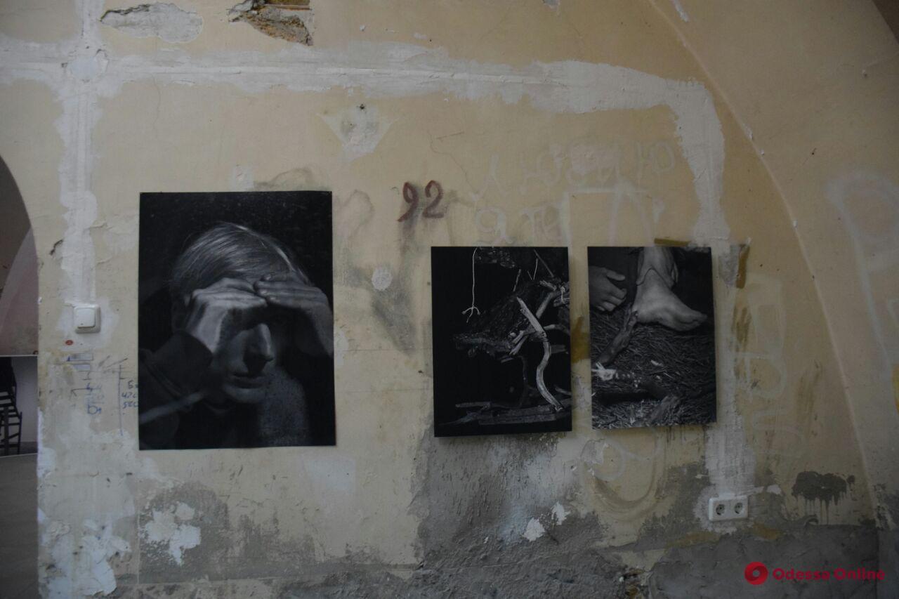 «Слепое пятно»: в одесском музее проходит выставка современной фотографии Украины и Южной Кореи