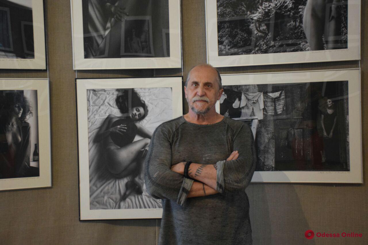 «Тайна черного полотна»: в Одессе открылась выставка чешского художника