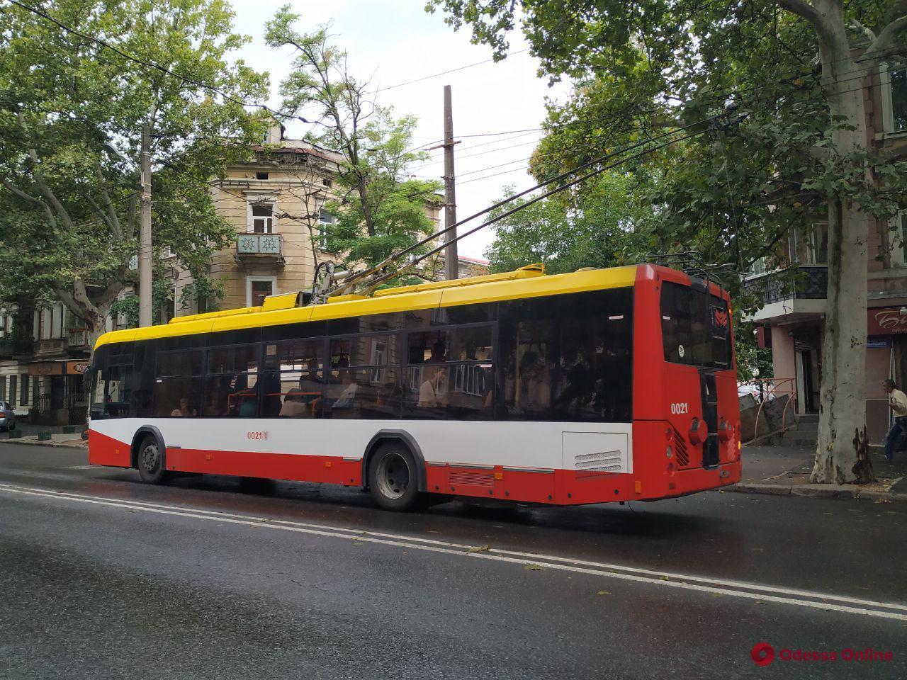 В Одессе на ходу задымился троллейбус