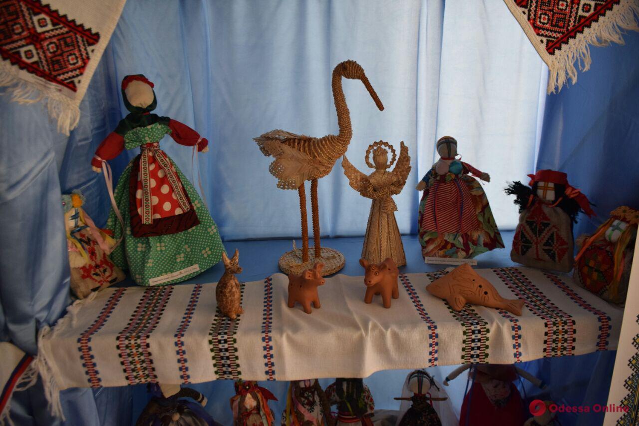 Куклы-мотанки и мастер-классы: в Одессе стартовал 11-й Вышиванковый фестиваль (фото)