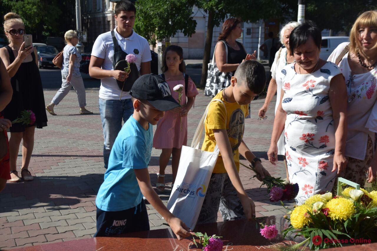Одесситы возложили цветы к памятнику Ивану Франко (фото)