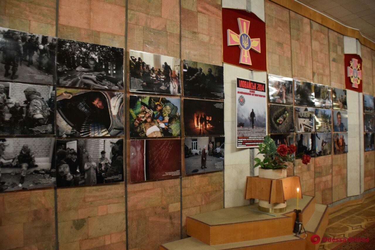 Пять лет Иловайской трагедии: в одесском музее открылась памятная фотовыставка