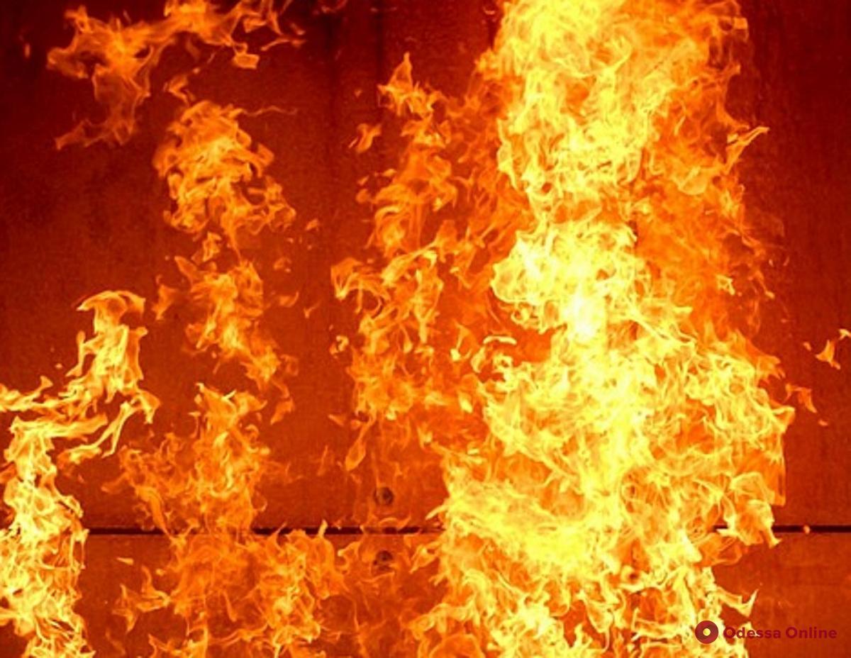 В Одессе тушили пожар на территории спорткомплекса (обновлено)