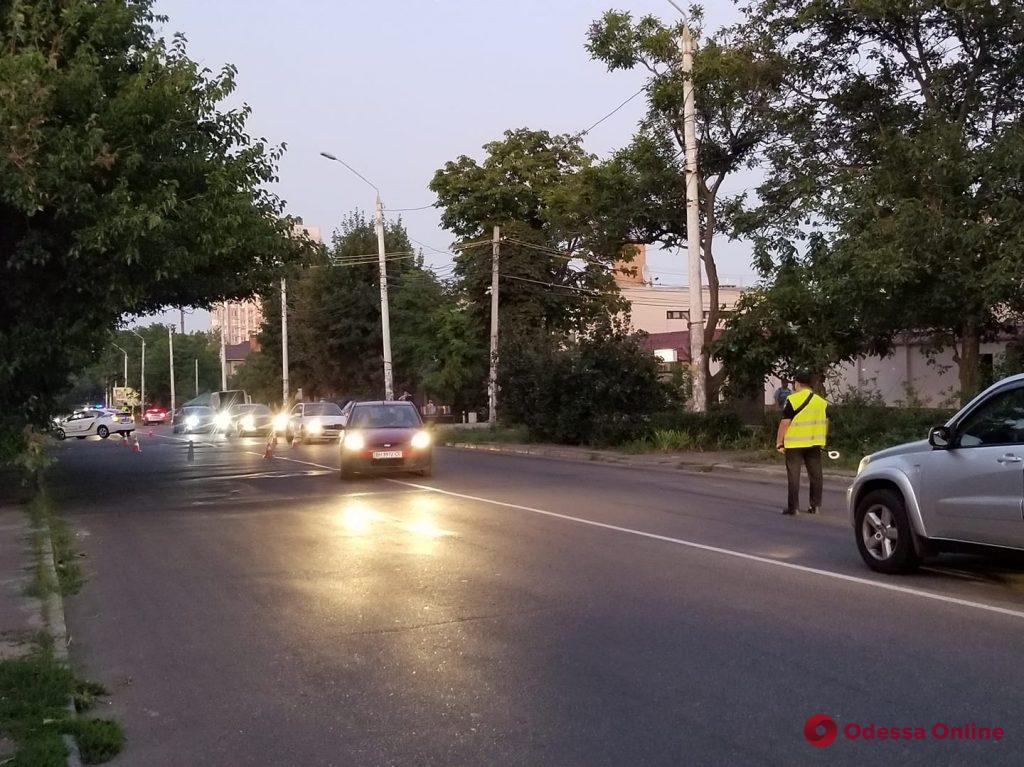 На Львовской провалился новый асфальт (фотофакт)
