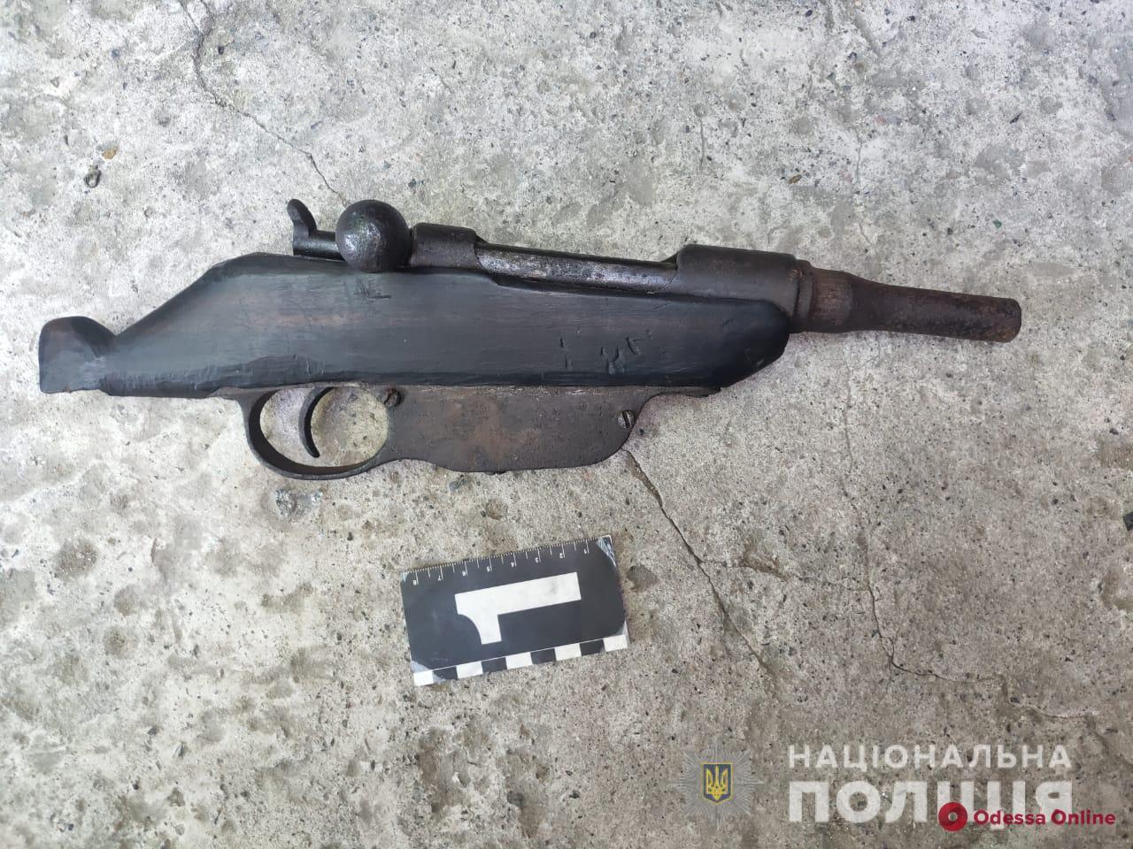 В Одесской области задержали пьяного вооруженного мужчину