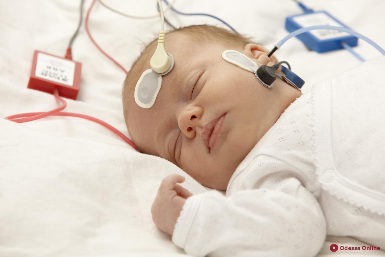 Одесса: детская поликлиника получила аппарат для проверки слуха у младенцев