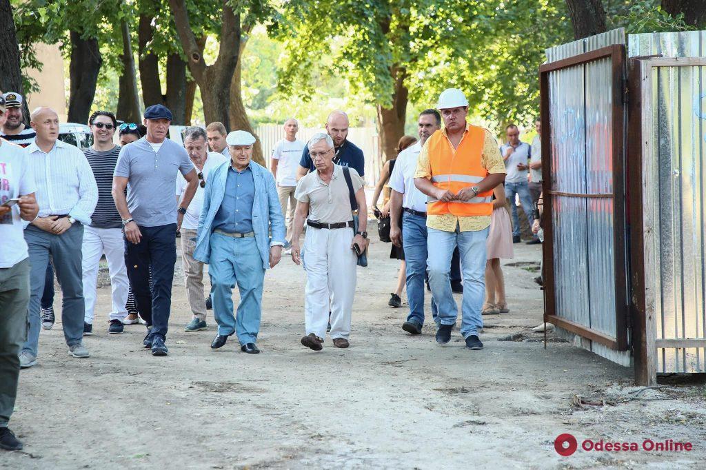 Жванецкий и Труханов проинспектировали благоустройство знаменитого бульвара (фото)