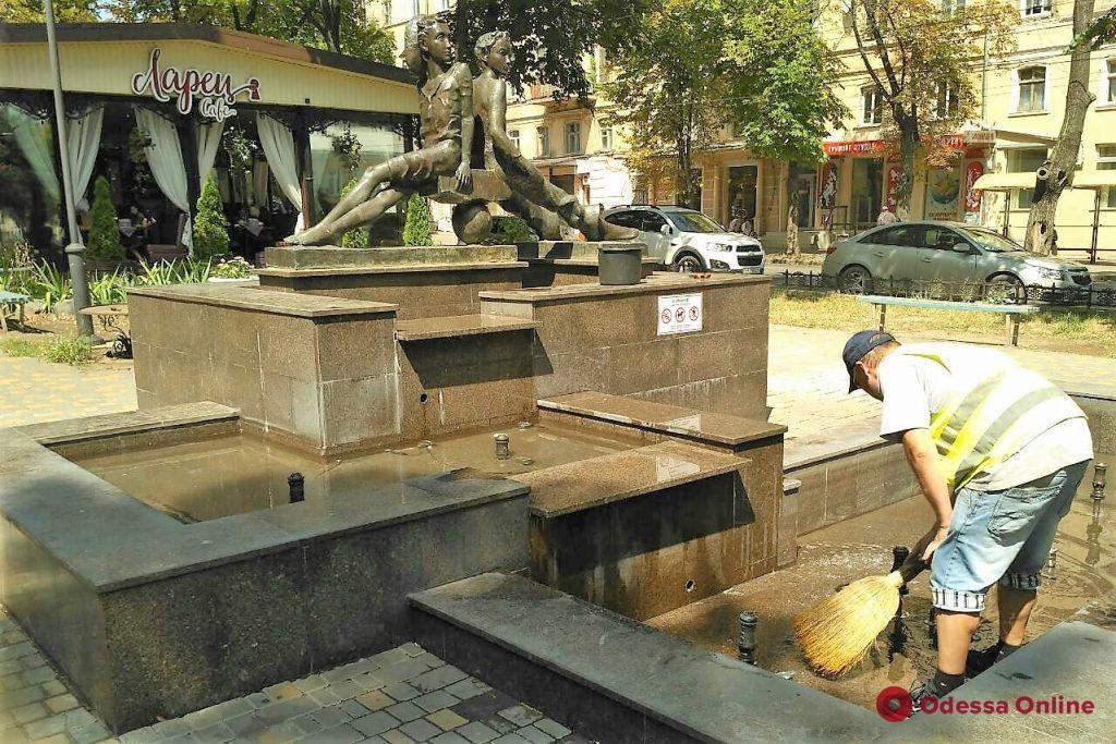 Вандалы испортили воду в фонтане «Петя и Гаврик»