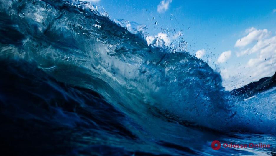 Накрыло волной и унесло в море: в Одесской области спасатели ищут 13-летнего мальчика