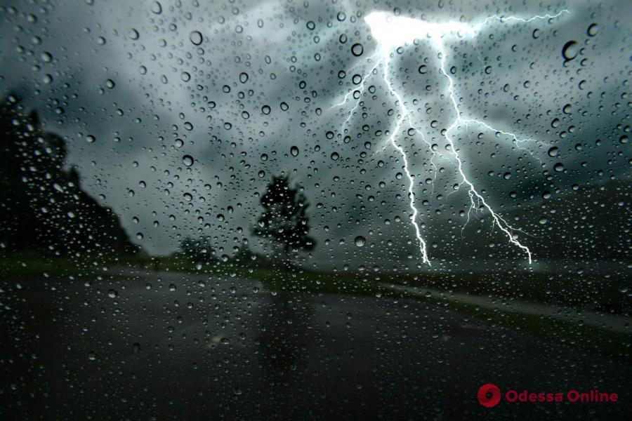 Завтра одесситов ожидает дождь и гроза