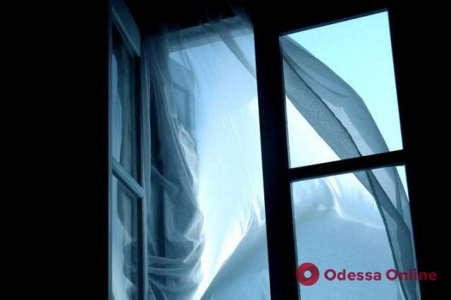 В Одессе пенсионерка выпрыгнула из окна 13 этажа