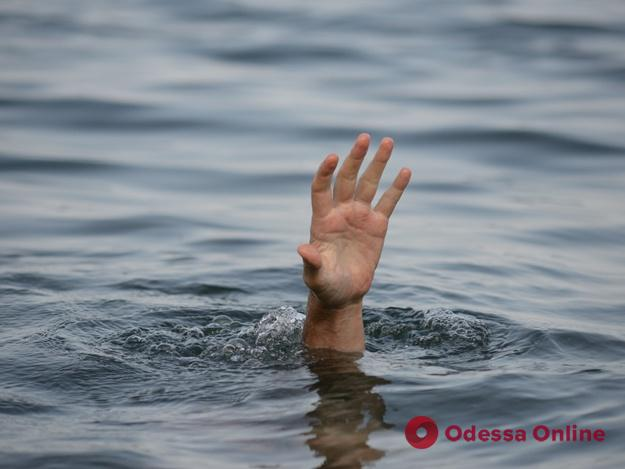Под Одессой в пруду нашли тело утонувшего парня