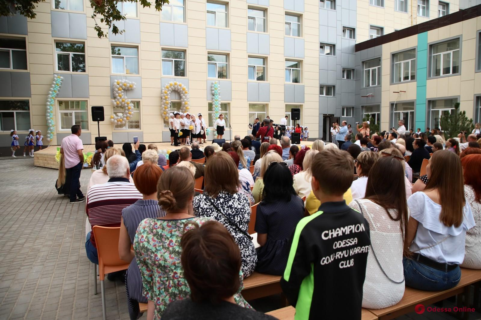 Одесса: школа на Фонтане отметила 50-летний юбилей (фото)