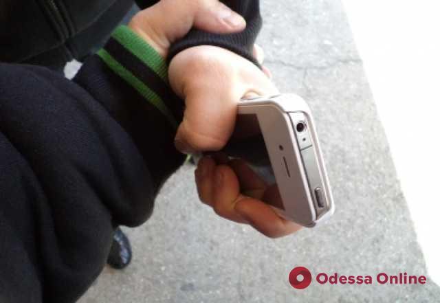 В Одессе грабитель-рецидивист напал на 10-летнего мальчика во время прогулки