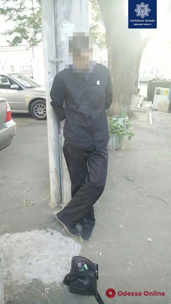 В центре Одессы мужчина ограбил водителя троллейбуса
