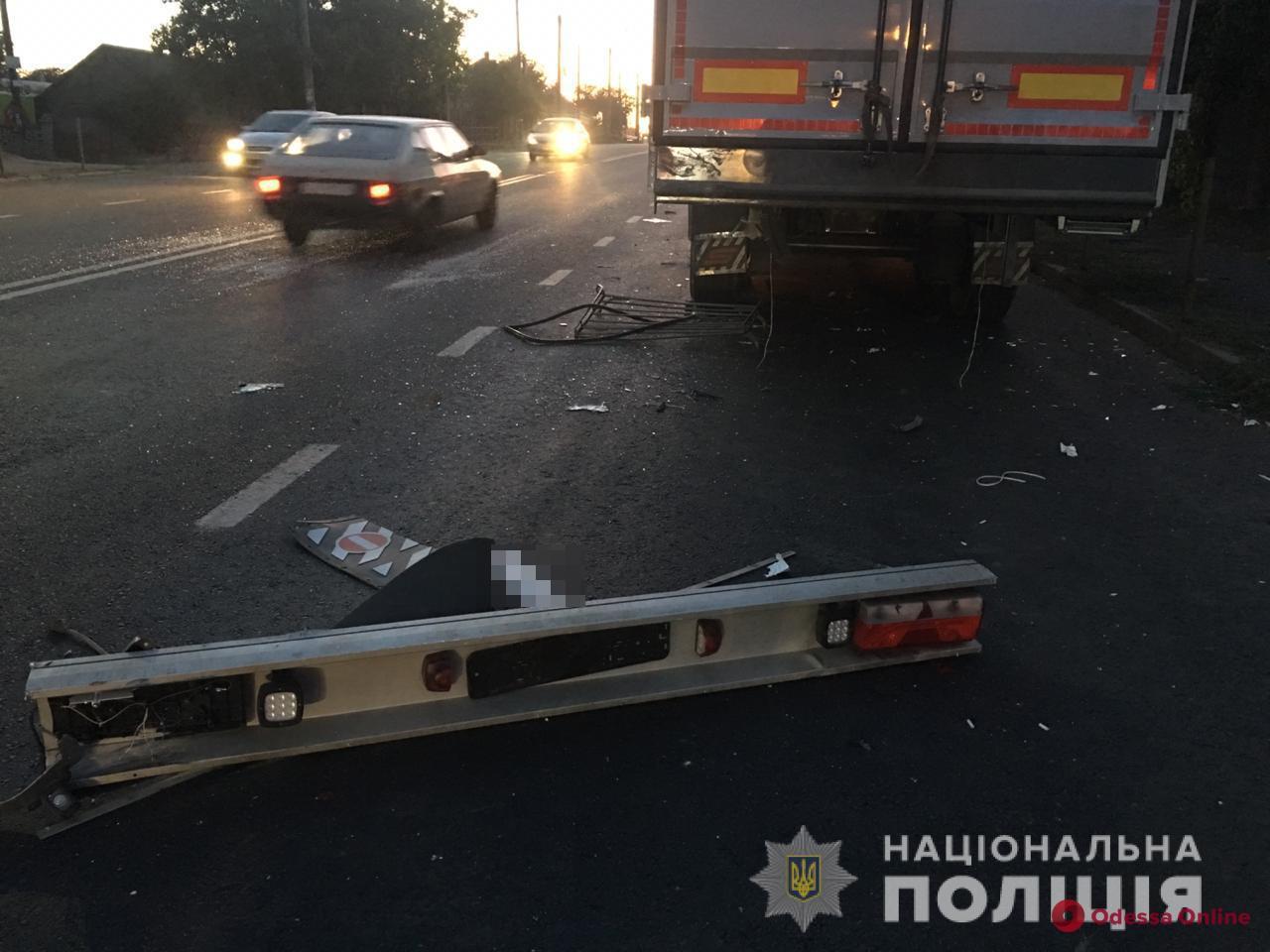 В Усатово легковушка влетела в грузовик — погиб пассажир