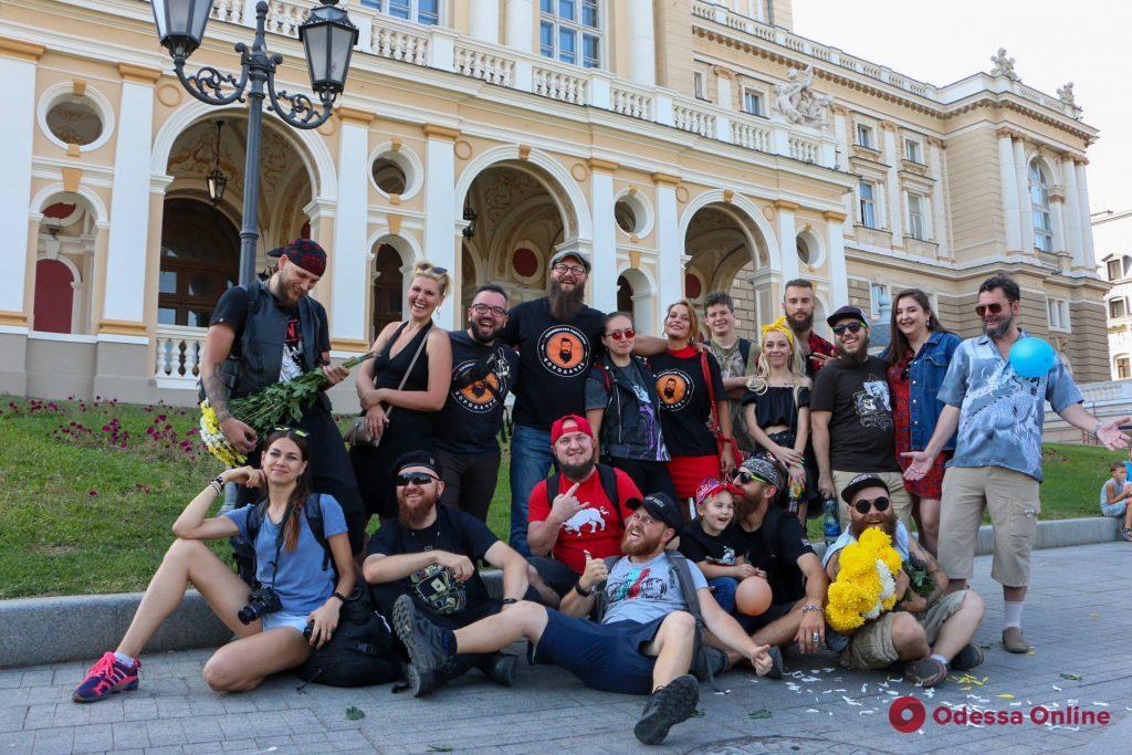 Одесские бородачи возложили цветы к памятнику Екатерины (фоторепортаж)