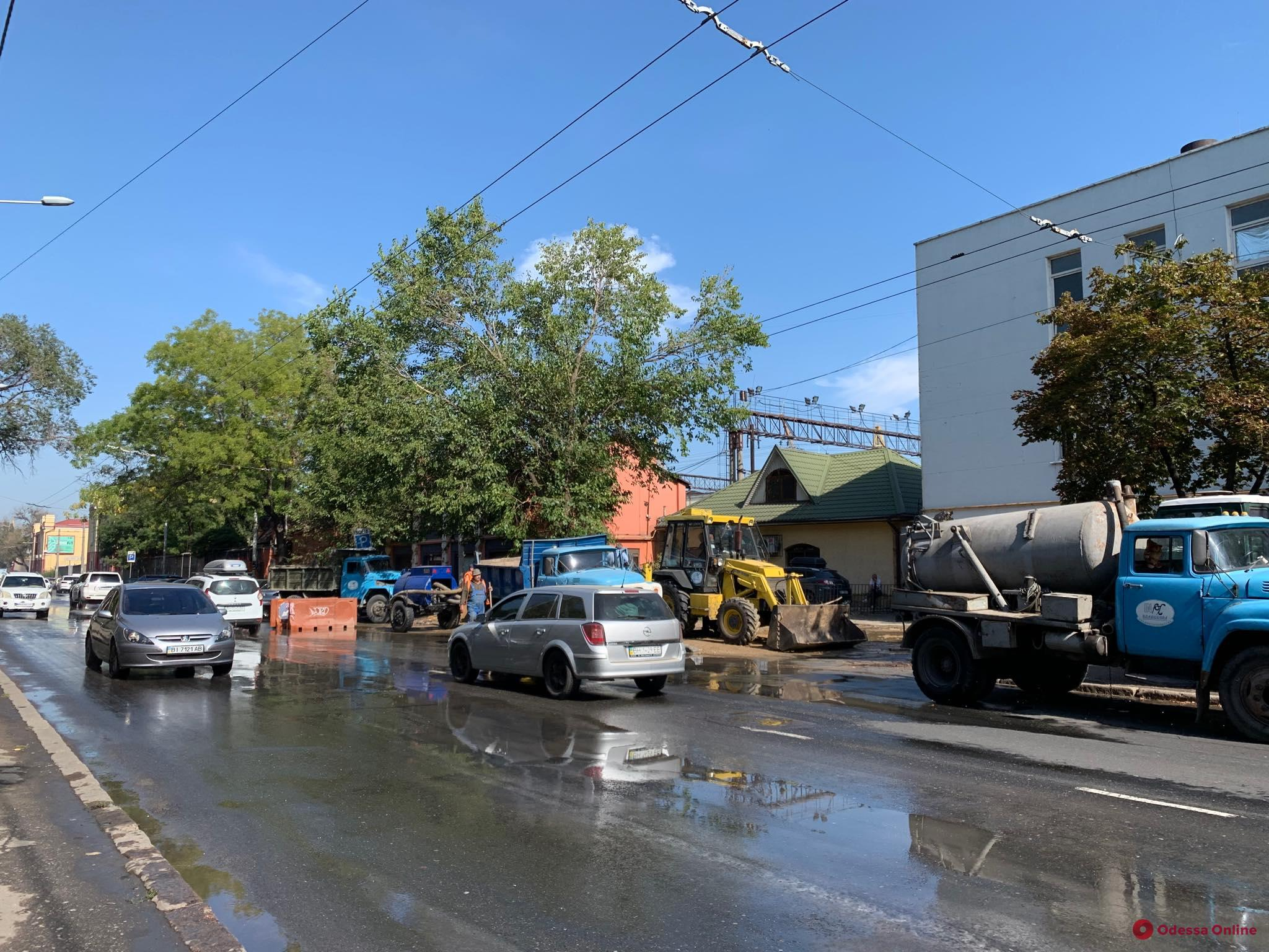 Ночью затопило улицу Приморскую