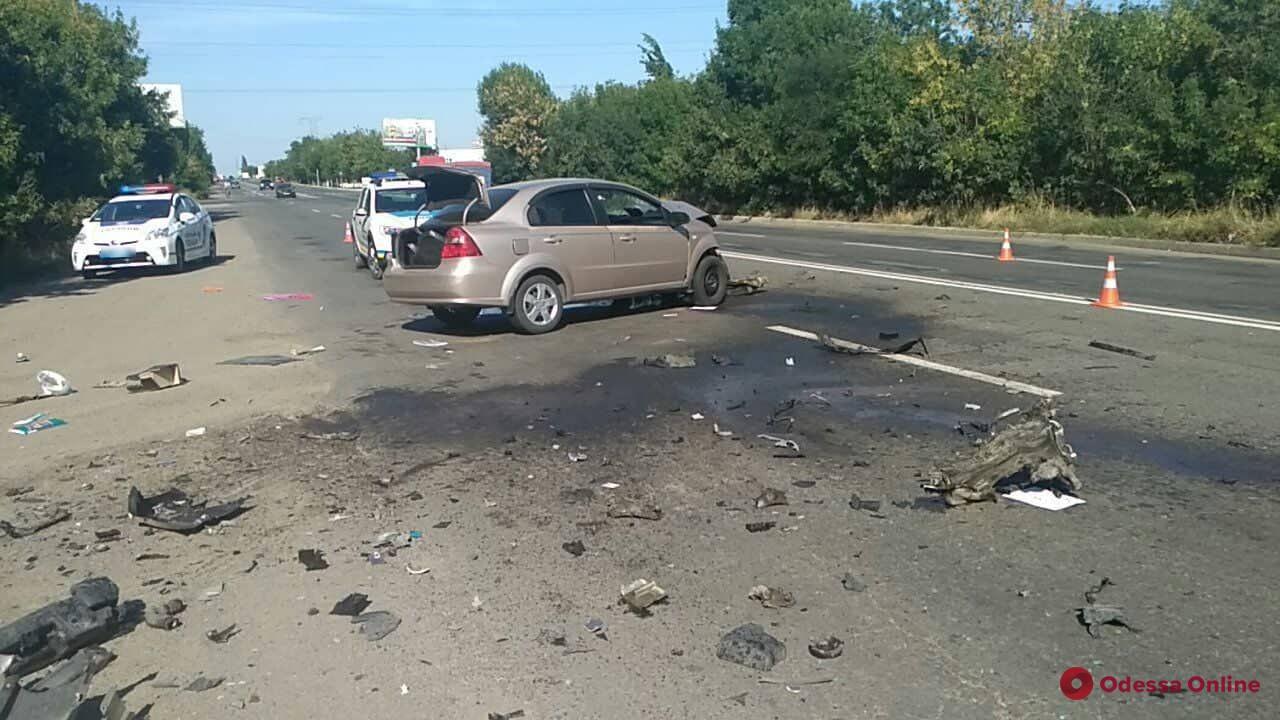 Под Одессой столкнулись Chevrolet, Toyota и грузовик — пострадали водители легковушек