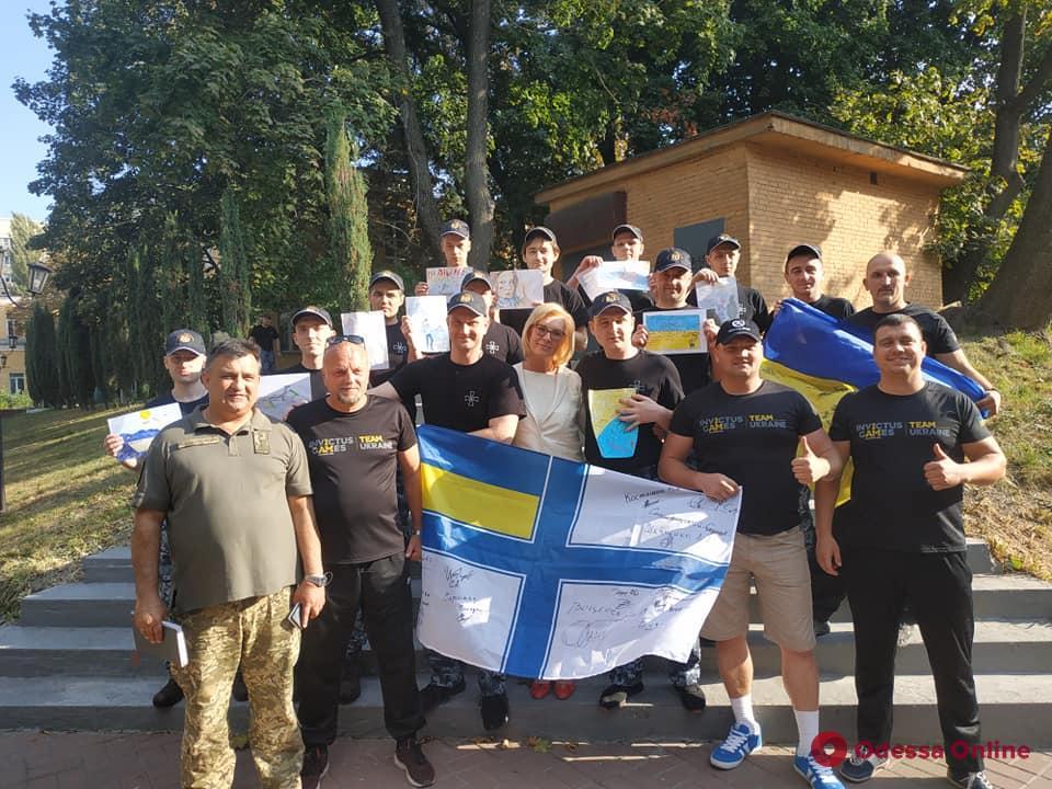 Освобожденные из плена моряки возвращаются в Одессу (фото)