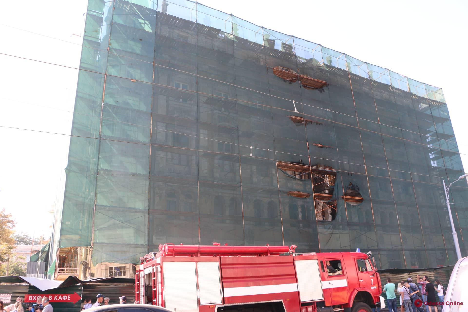В доме Либмана горит квартира (видео, обновлено)