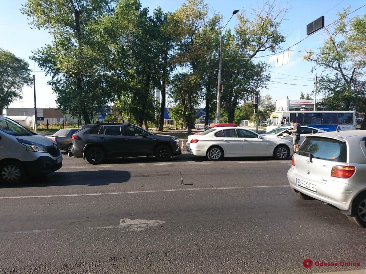 На Николаевской дороге из-за ДТП затруднено движение