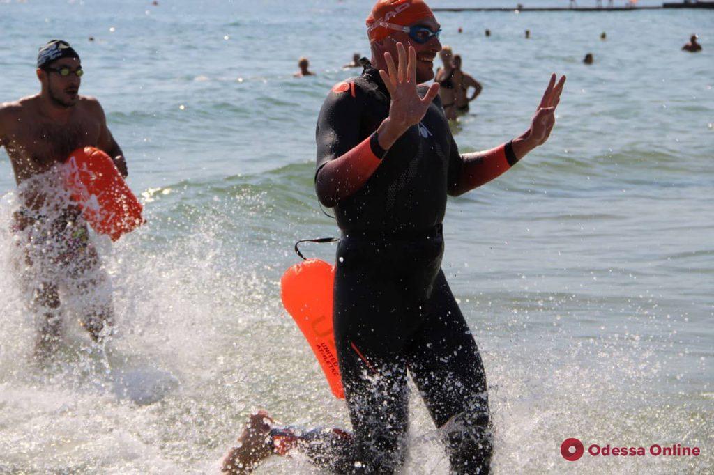 Oceanman: на Ланжероне финишировали победители заплыва на 10 и 5 км (фото)